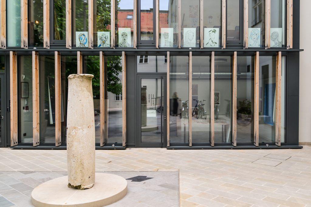 Čepan Gallery: pohľad zvonku